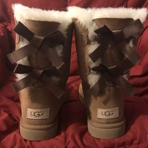 UGG Bailey Bow 2 boots size 8